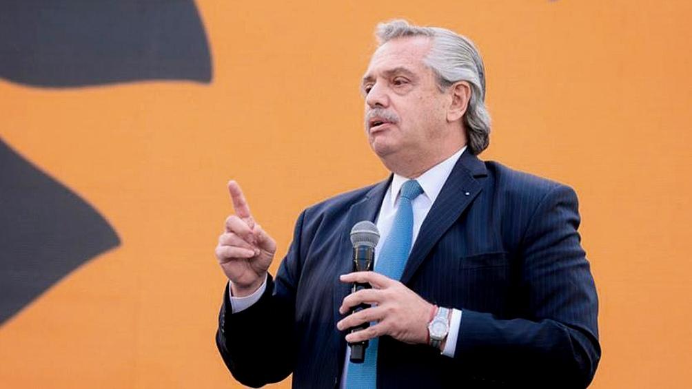 """Alberto Fernández indicó que """"se empieza a ver una mejora en el ingreso"""" de trabajadores y trabajadoras."""