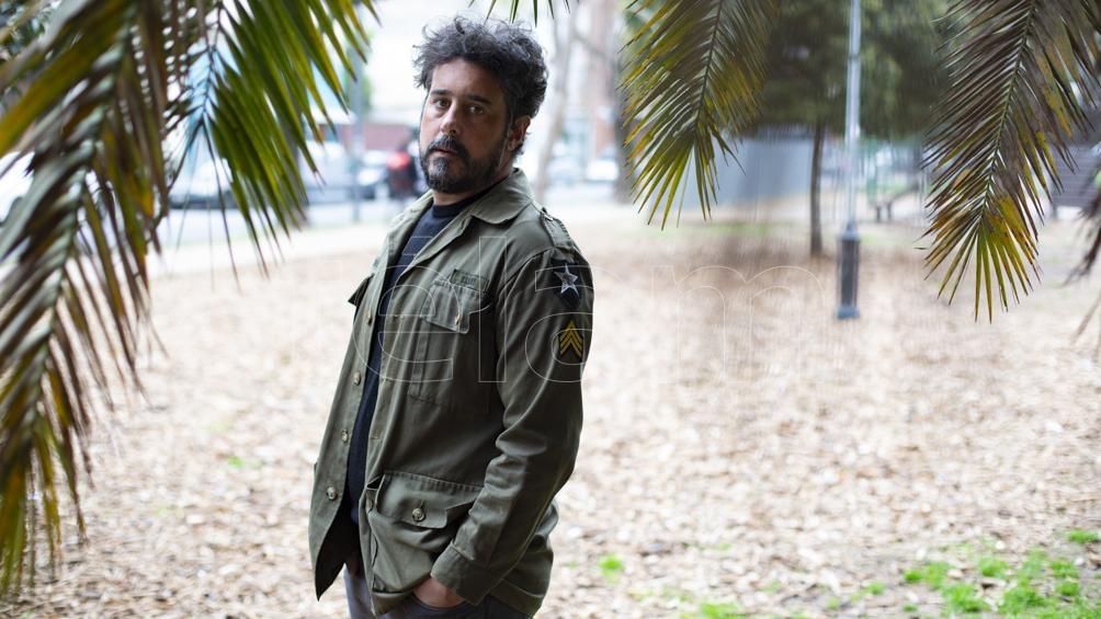 """El autor de libros de poemas y de relatos como """"Las tormentas"""" -con el que fue finalista del premio García Márquez- y de la novela """"Castillos"""", publicada en 2020."""