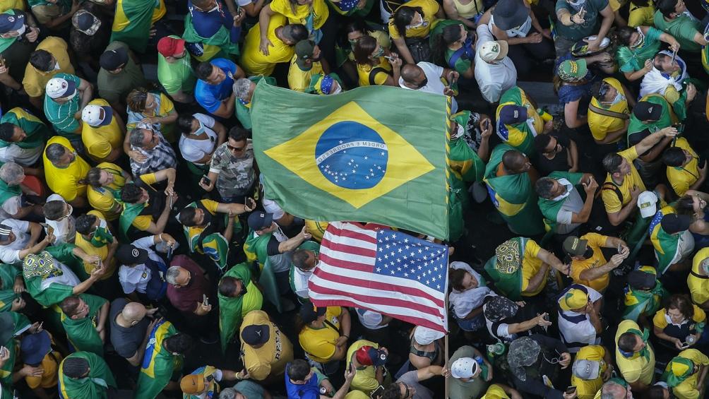 Miles de manifestantes apoyaron al presidente brasileño en su pulseada contra la Corte. Foto: AFP