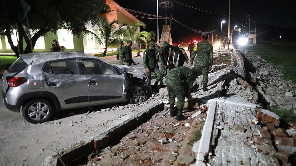 Durante la noche hubo al menos ocho réplicas, de magnitud 4 a 5.