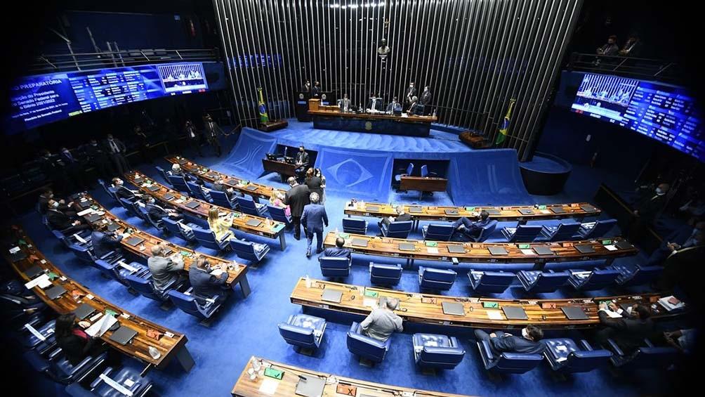 El titular de la corte, Luiz Fuz, prepara un pronunciamiento para responderle a Bolsonaro antes de la sesión de hoy.