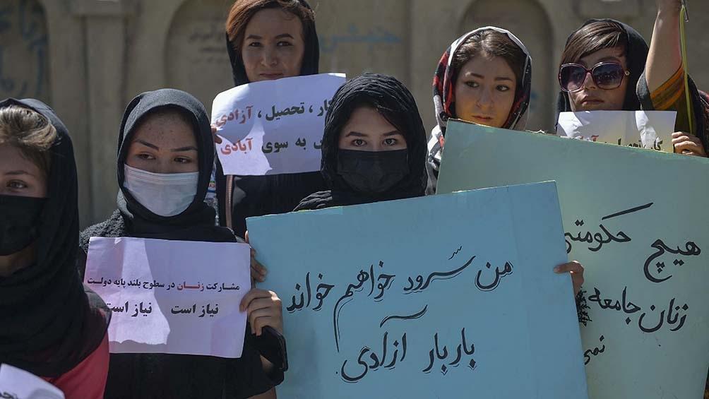 Las mujeres exigen garantizar la participación de las mujeres en el Gobierno, luego de que los talibanes anunciaran la composición de su gobierno provisional y descartaran tal posibilidad.