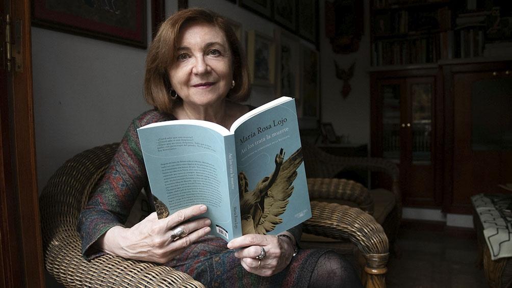 """""""Así nos trata la muerte"""", la nueva colecciòn de relatos de María Rosa Lojo. Foto:Camila Godoy."""