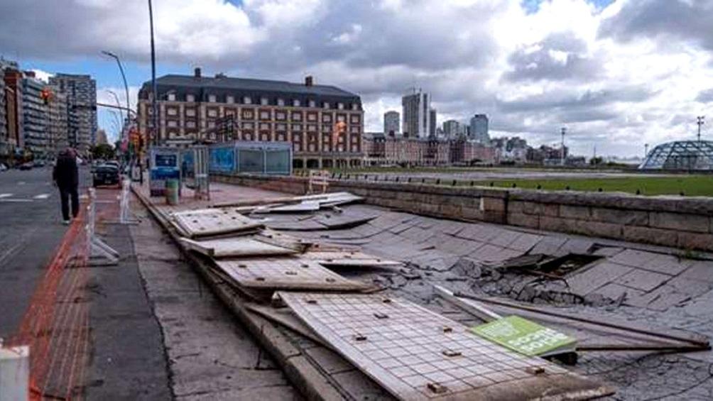 Clases suspendidas, techos volados y caída de arboles en Mar del Plata, Pinamar y Necochea