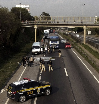 Camioneros autónomos y empresarios ruralistas bloquearon rutas. Foto: AFP