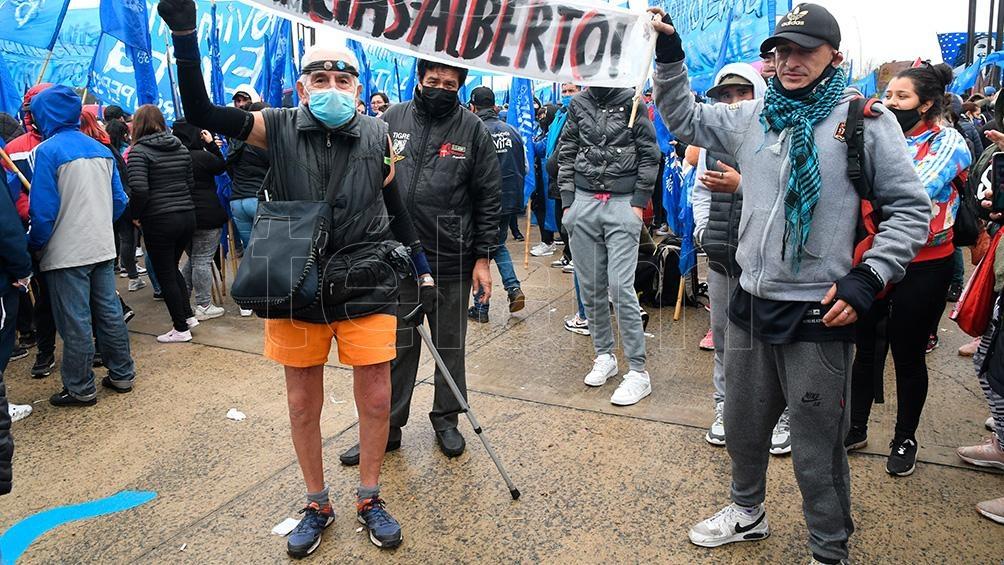 Militantes se acercaron al predio de Tecnópolis (Foto: Raúl Ferrari).