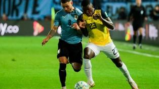 Uruguay, con un gol en el final del partido, derrotó a Ecuador y trepó al tercer lugar