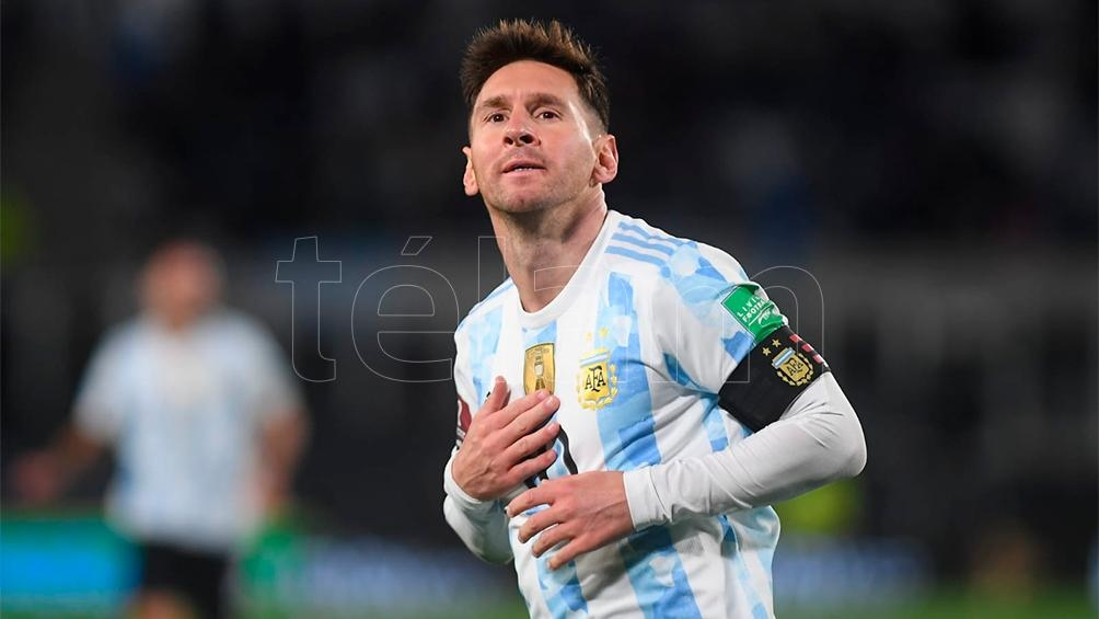 Los tres goles de Messi ante Bolivia para el delirio de la gente en el Monumental