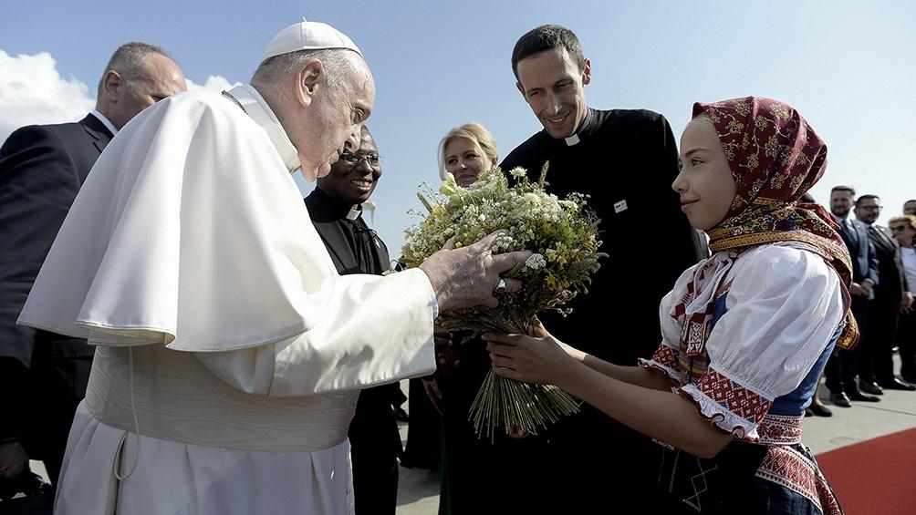 Francisco permanecerá cuatro días en Eslovaquia tras pasar siete horas en Budapest. Foto: AFP.