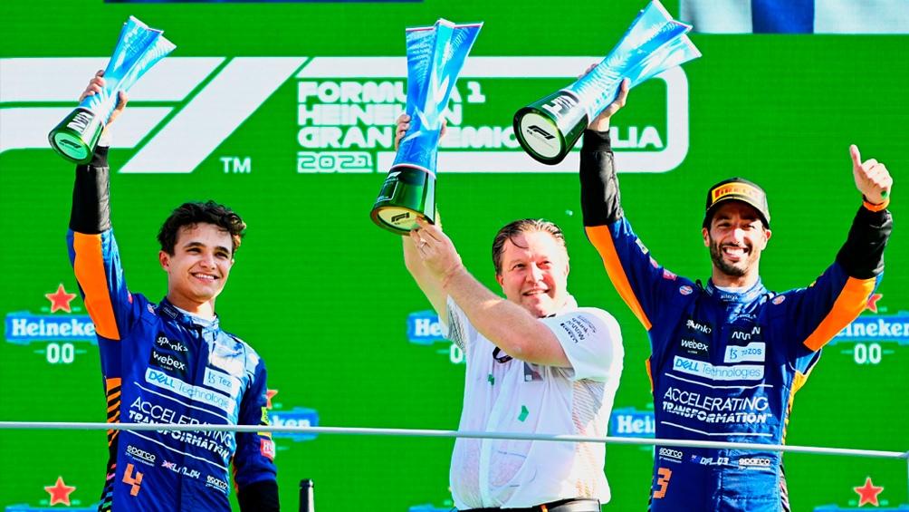 El podio se vistió de azul con el 1-2 de la escudería británica. (@McLarenF1)