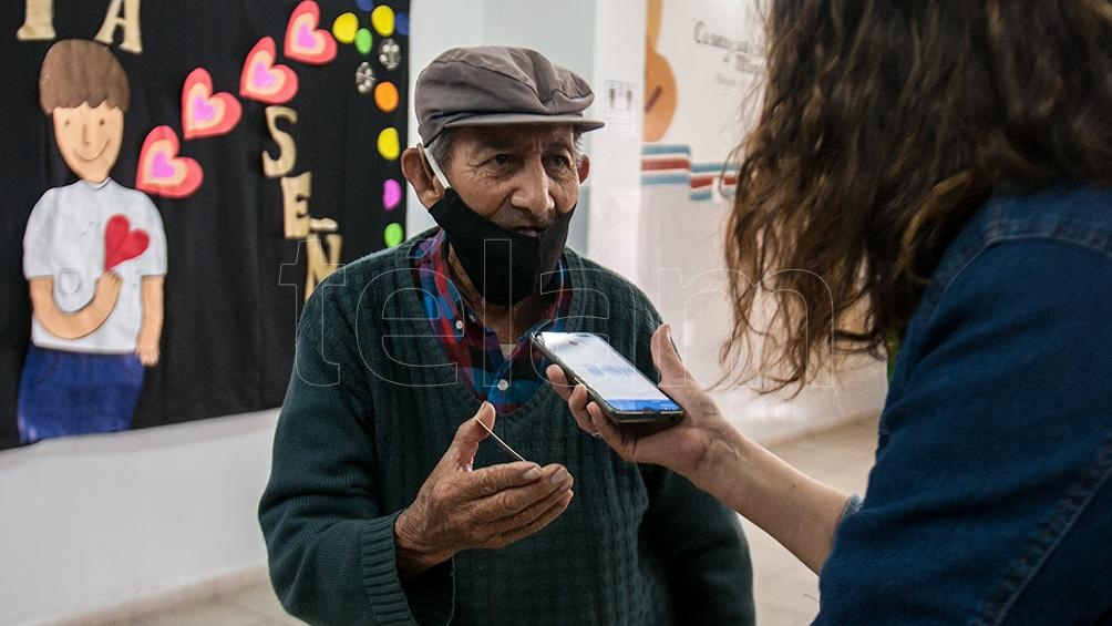 Don Electo acusa 88 años en su DNI pero asegura que es mayor e igual fue a votar en Santiago del Estero.