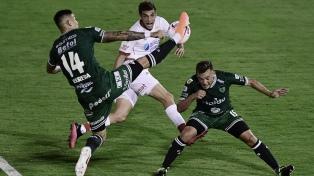 Sarmiento y Huracán arriesgaron poco e igualaron sin goles