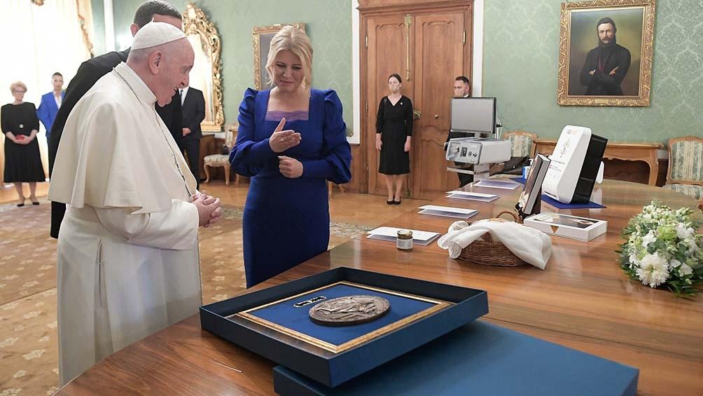 """Francisco mantuvo una reunión privada con la presidenta Zuzana Caputova, para quien el Papa es """"un mensajero de la inspiración que se necesita para el futuro de la humanidad""""."""