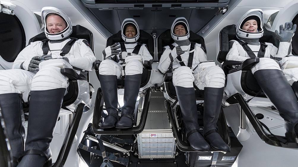 Los cuatro tripulantes tendrán que compartir la vida dentro de un pequeño habitáculo de 8,1 metros de altura y un diámetro de cuatro metros. Foto: Twitter SpaceX
