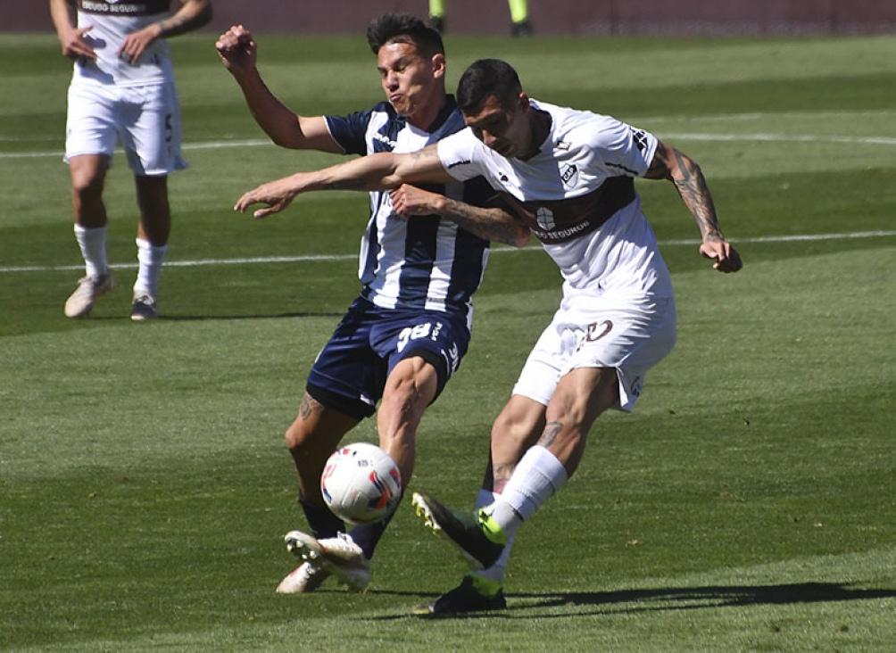 Talleres y Platense, uno de los duelos de este martes en la Liga Profesional de Fútbol. Foto: Lescano Laura