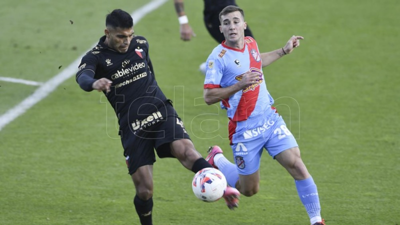 Arsenal y Colón aburrieron en Sarandí con 90 minutos plagados de errores