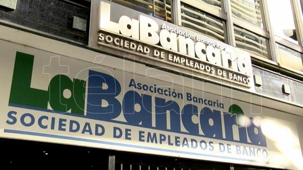 La dirigente denunció también que el brasileño Banco Bradesco determinó el cese de su operatoria en el país.