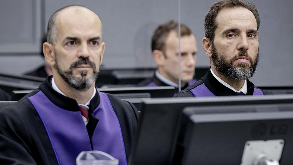 """Los fiscales afirmaron que Mustafa y sus hombres """"trataron con brutalidad y torturaron"""" a esos albaneses kosovares a los que acusaban de colaborar con los serbios. Foto: AFP"""