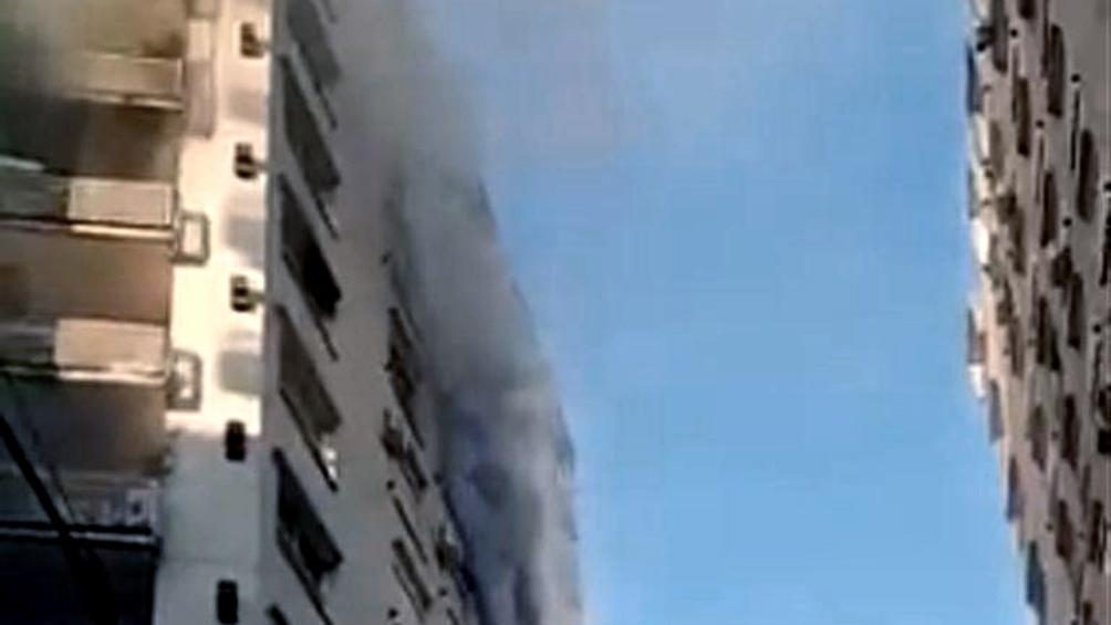 El incendio se produjo en el octavo piso de un edificio ubicado en 11 de setiembre al 2600