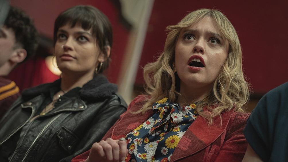 Maeve y Aimee hacen un pacto: además de amigas, serán madres para cuidarse entre ellas.
