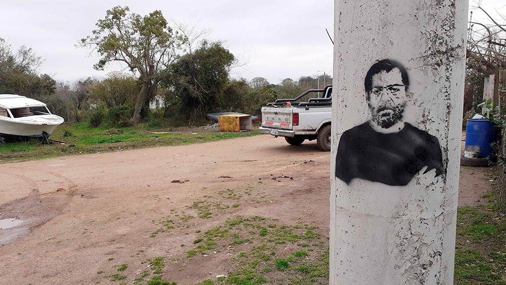 Uno de los stencils del escritor que pintó Sergio Ucedo.
