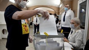 El partido de Putin ganó las parlamentarias en Rusia, según los primeros cómputos oficiales