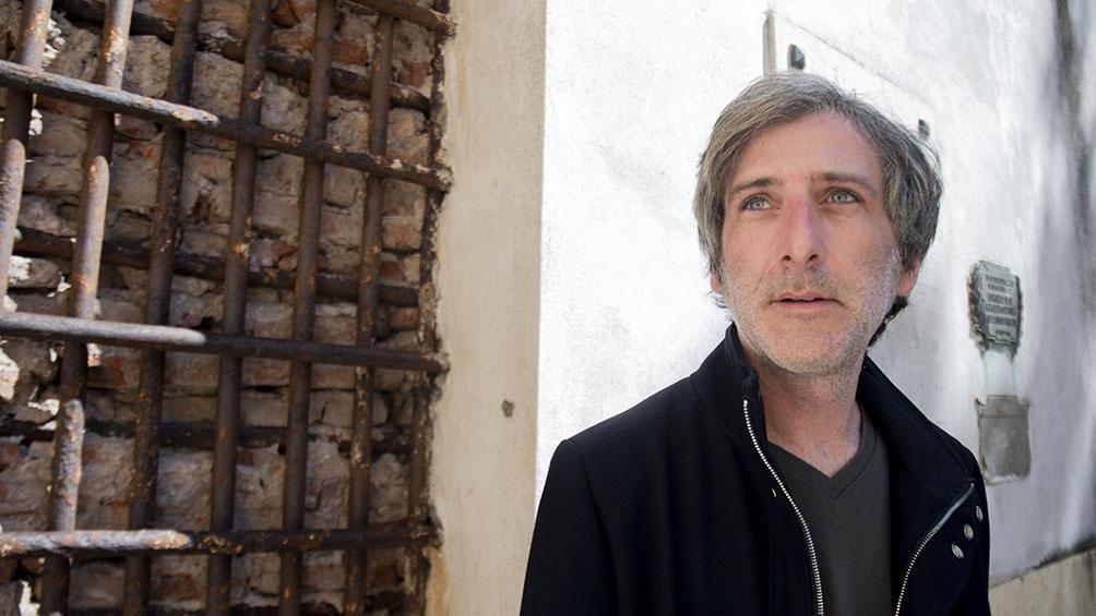 """Arabia es fundador de la revista y sello editorial Buenos Aires Poetry, y autor de """"Desalojo de la naturaleza"""" y """"The bund""""."""
