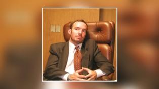 Ross, un abogado con experiencia en gestión pública de la comunicación