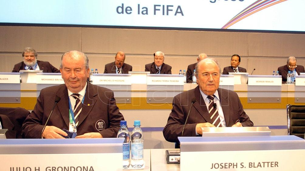 Grondona y Blatter, los hombres fuertes de la FIFA, durante un Congreso en Alemania. Foto: archivo