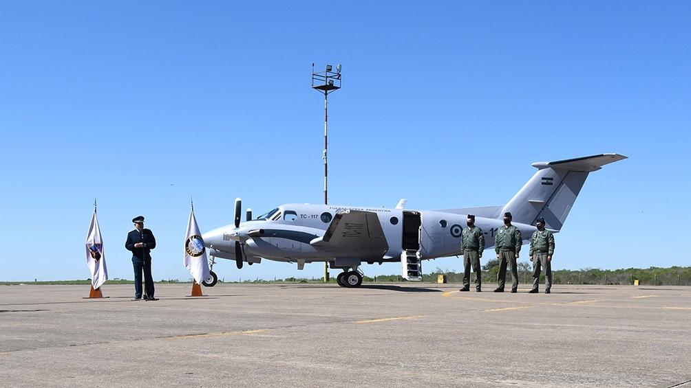 El primero de los TC-12B Hurón, de los doce adquiridos a los Estados Unidos, arribó este jueves a la II Brigada Aérea con asiento en la localidad entrerriana de Paraná. Foto: Pablo Añeli