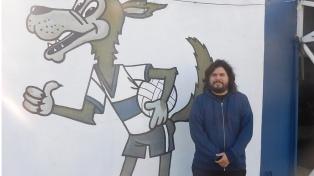 """Santiago Motorizado, del indie rock a su pasión por el """"Lobo"""" platense"""