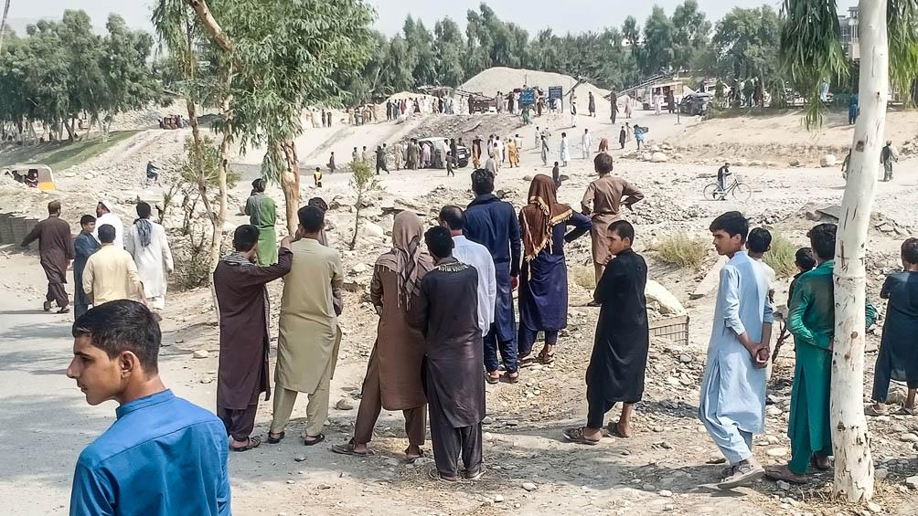 Los múltiples ataques dejaron decenas de víctimas civiles y talibanes, sobre todo en Kabul y en el estado oriental de Nangarhar, fronterizo con Pakistán y bastión del EI en Afganistán.