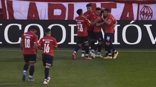Independiente le ganó como visitante a Huracán y no se baja de la pelea