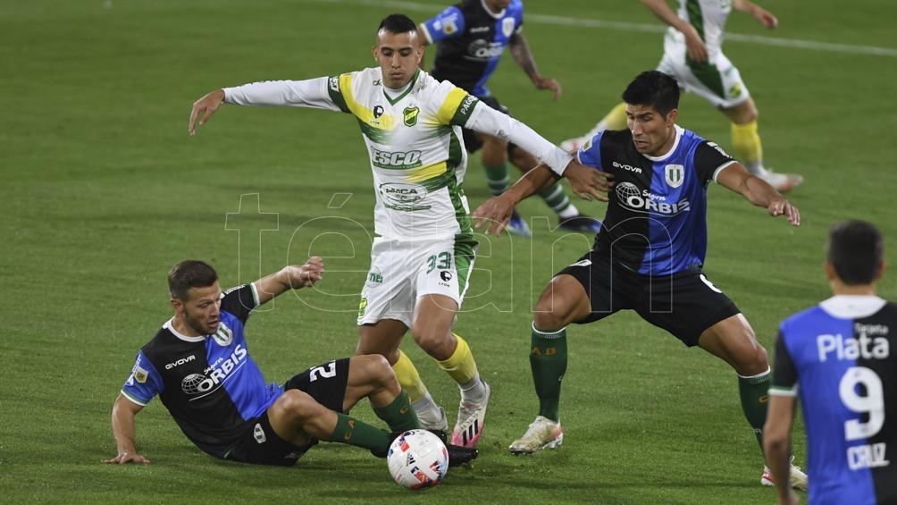 Un chato partido y sin goles disputaron ambos equipos en el sur del Gran Buenos Aires (Foto: Maximiliano Luna)