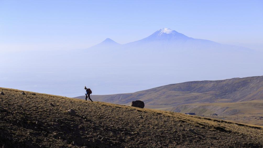 Armenia, pura naturaleza, con el mítico monte Ararat de fondo.