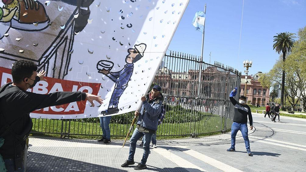 Entre las agrupaciones que convocan se encuentran el Polo Obrero, el Frente de Organizaciones en Lucha (FOL), el Movimiento de los Pueblos, el Frente Popular Darío Santillán, y el MST Teresa Vive.