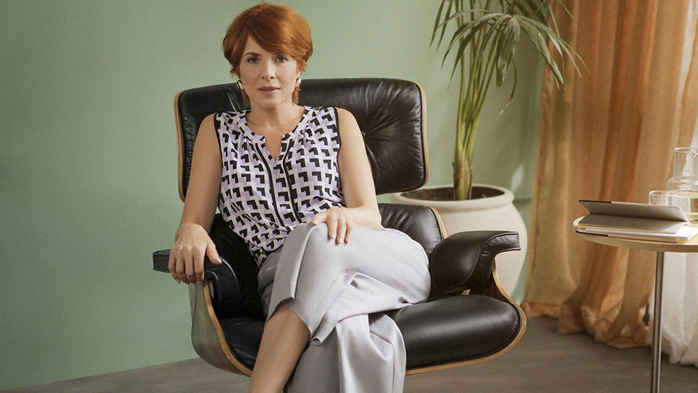 Carla Peterson como una excéntrica terapeuta de parejas.l (Foto: Star+)