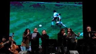 Un homenaje a Maradona reunió a 20 artistas en escena para celebrarlo al compás del tango