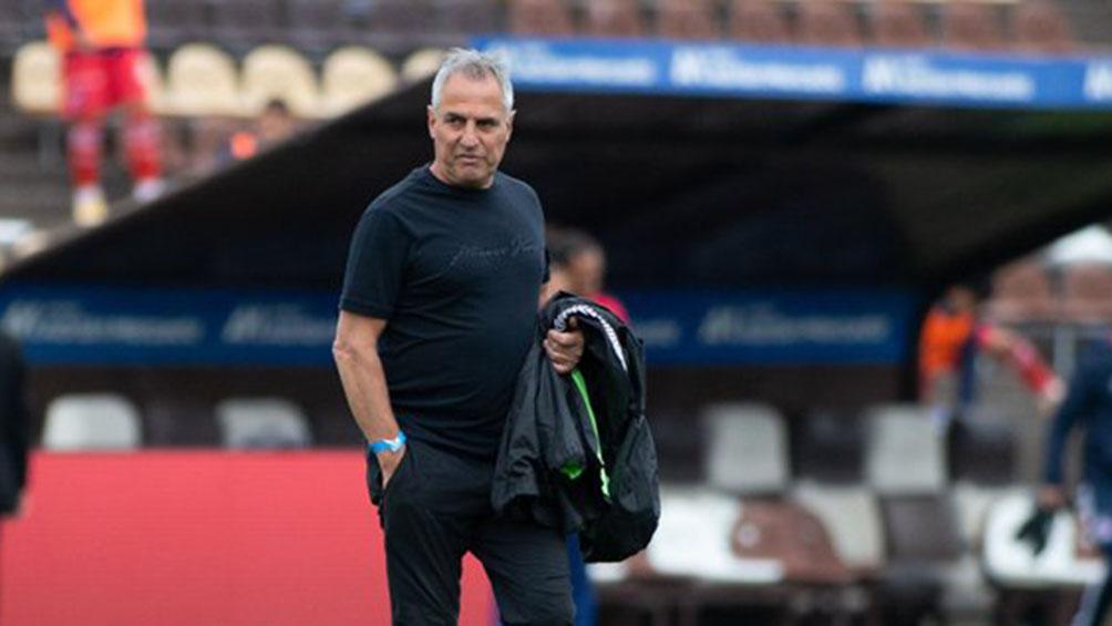 Platense oficializó la salida de Madelón como entrenador