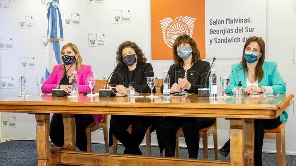 "Vizzotti pidió ""a todos comunicar con la menor conflictividad posible"". Foto: Cristian Urrutia"