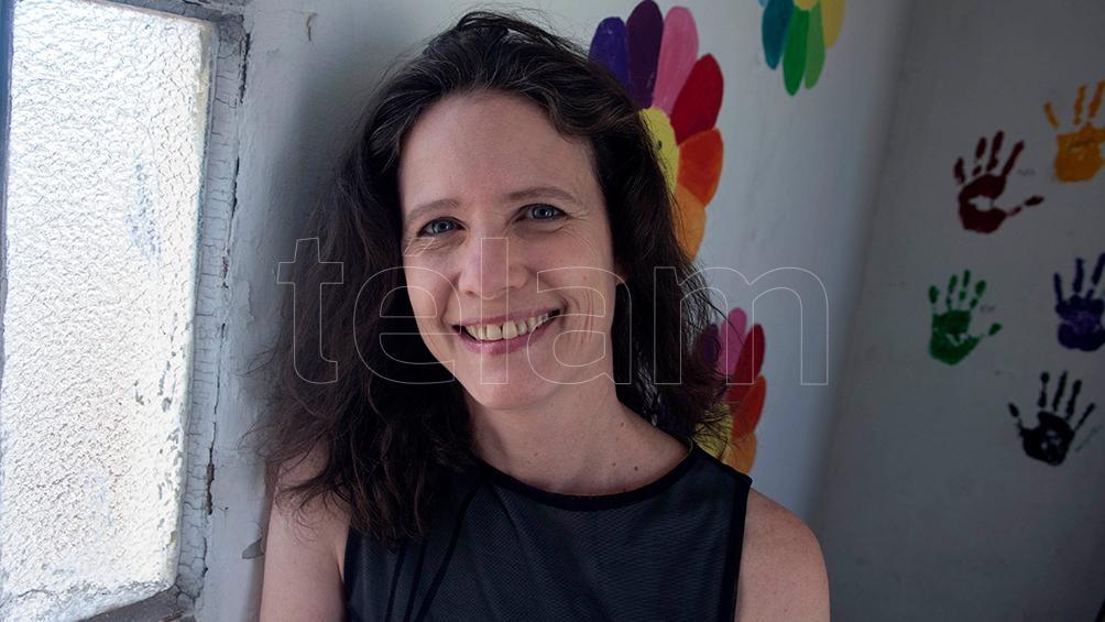 """Inés Yujnovsky: """"Pongo en evidencia que es una construcción discursiva, que llevó un tiempo y se desplegó no sólo a través de la violencia y los desplazamientos sino a través de imágenes"""" (Foto: Victoria Egurza)"""