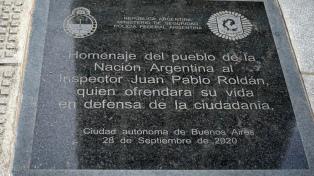 A un año del asesinato del policía Roldán, su viuda apunta al psiquiatra del agresor