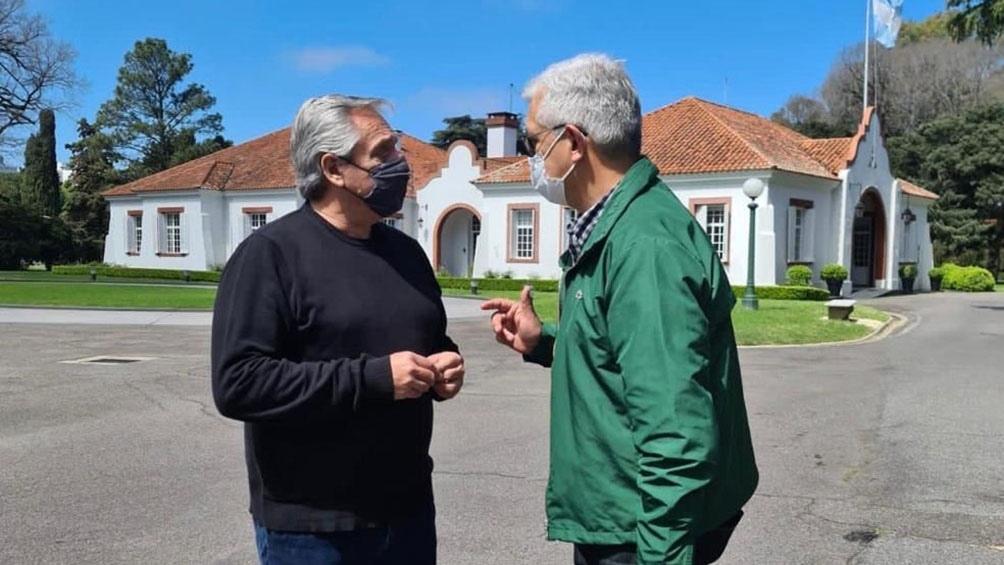 Tras su encuentro con el jefe de Gabinete, Domínguez expresó en su cuenta oficial de Twitter que ambos analizaron la actualidad de la cadena cárnica y el sector rural.