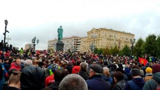 """La oposición rusa protestó en Moscú para denunciar un """"colosal fraude"""" en las legislativas"""