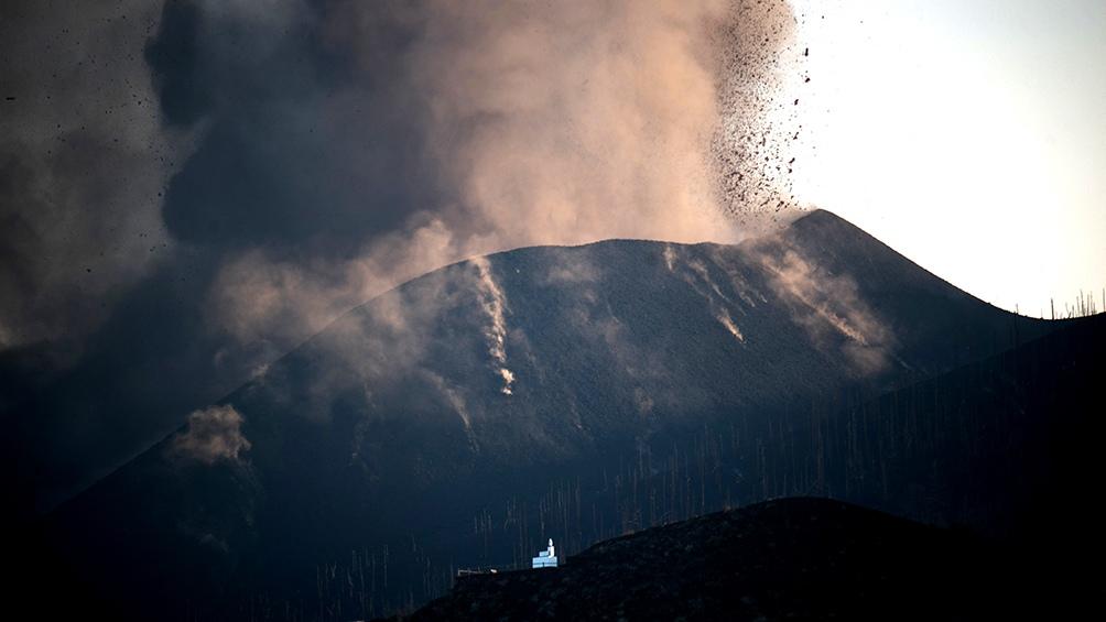 La erupción del Cumbre Vieja no dejó víctimas por el momento, pero provocó graves daños materiales y forzó a la evacuación de más de 6.000 personas.(Foto AFP)
