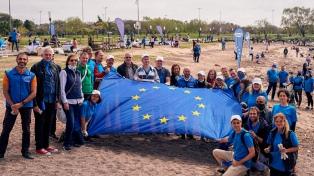 Embajadores europeos limpiaron la costa de Vicente López