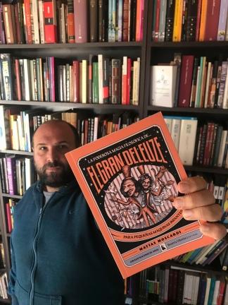 """El poeta y ensayista Matías Moscardi es el autor detrás de """"¡El gran Deleuze! Para pequeñas máquinas infantes""""."""
