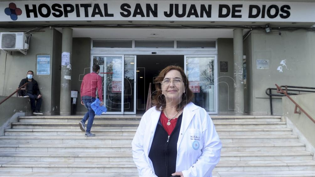 """""""Hoy no tengo pacientes de Covid activos en el hospital"""", se alegra Noemí Logiurato del Hospital San Juan de Dios de La Plata. Foto: Eva Cabrera."""