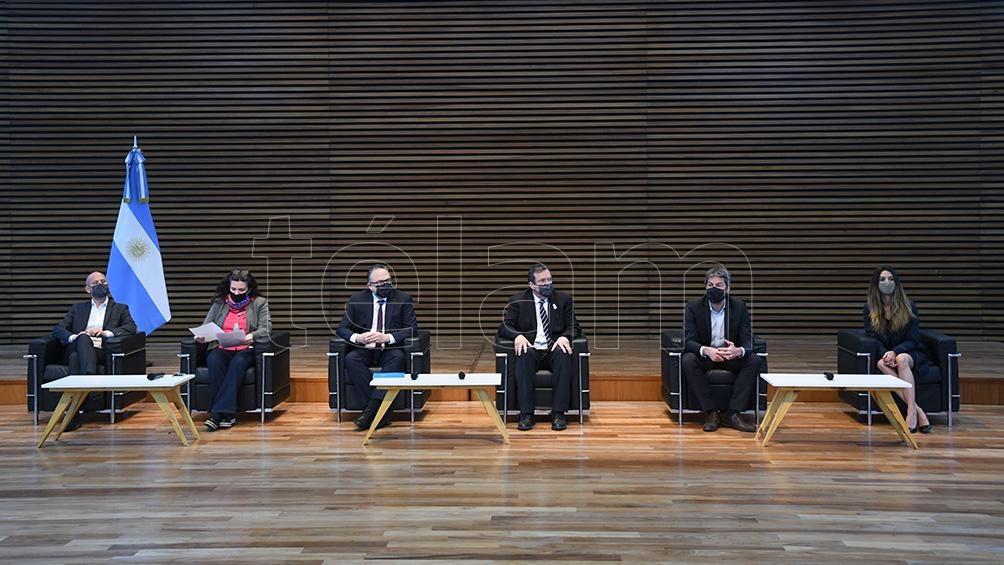 Cardoso, Kulfas, Bauer, Lammens y Peretti (Foto: Daniel Dabove)