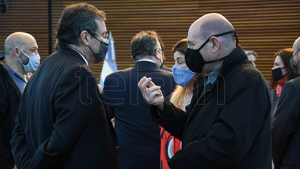 El ministro Bauer junto al empresario teatral Carlos Rottemberg (Foto: Daniel Dabove)